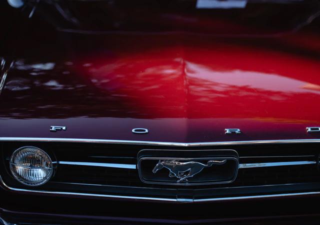 Dlaczego warto zdecydować się na zakup samochodu marki Ford