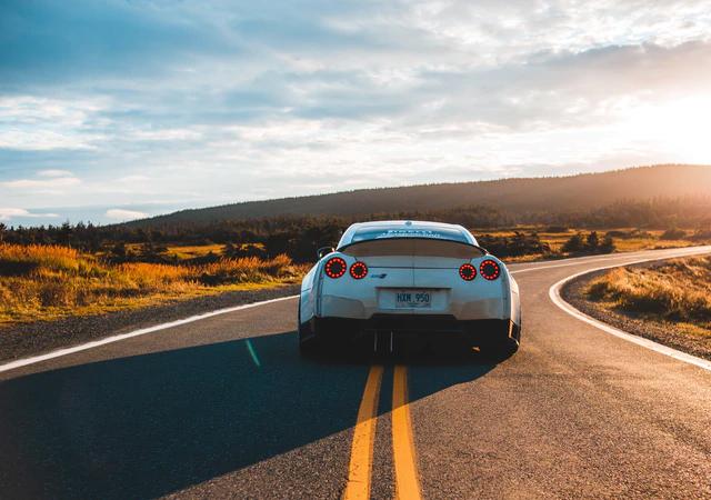 Dlaczego warto zdecydować się na zakup samochodu z manualną skrzynią biegów