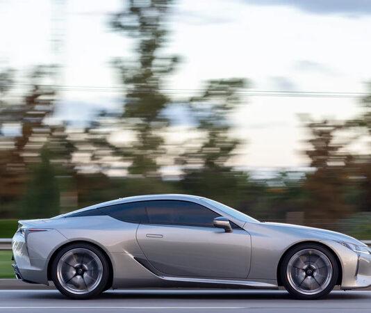 Dlaczego warto zdecydować się na zakup samochodu marki Lexus