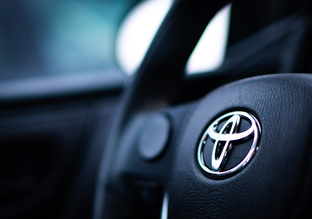Dlaczego warto zdecydować się na zakup samochodu marki Toyota